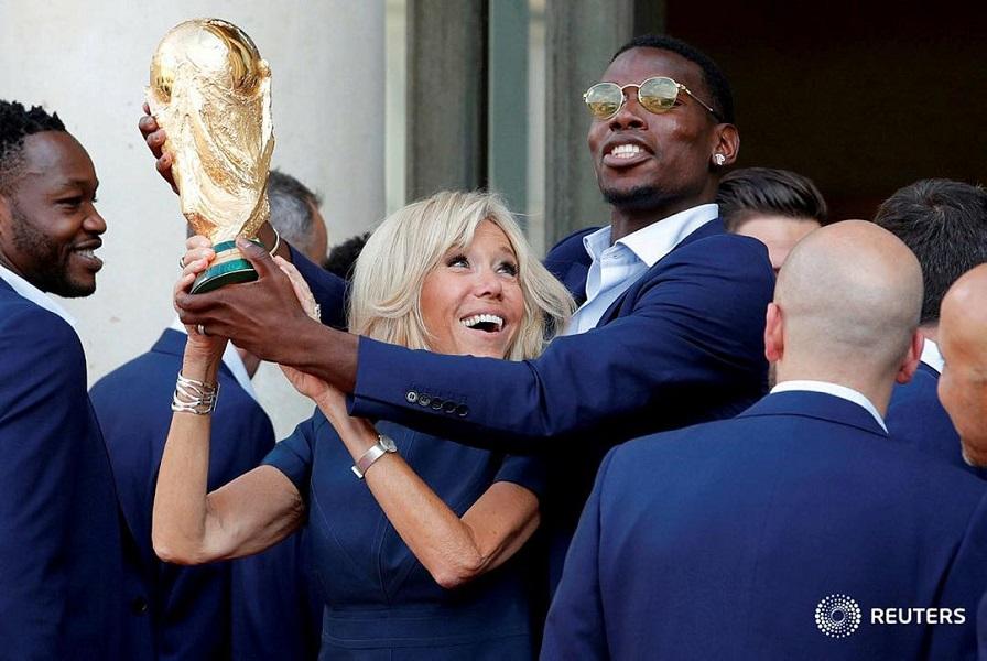 Снова в мини: Брижит Макрон ярко поздравила сборную Франции с победой
