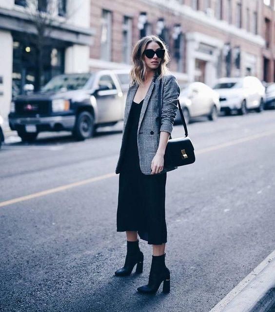 Бельевой стиль: 12 стильных идей, как носить платье-комбинацию в любую погоду