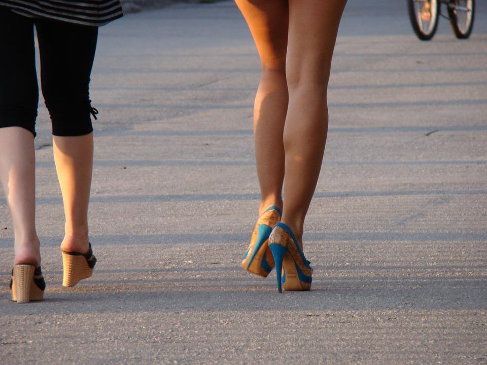 9 типичных ошибок, которые выдают провинциалку в городе