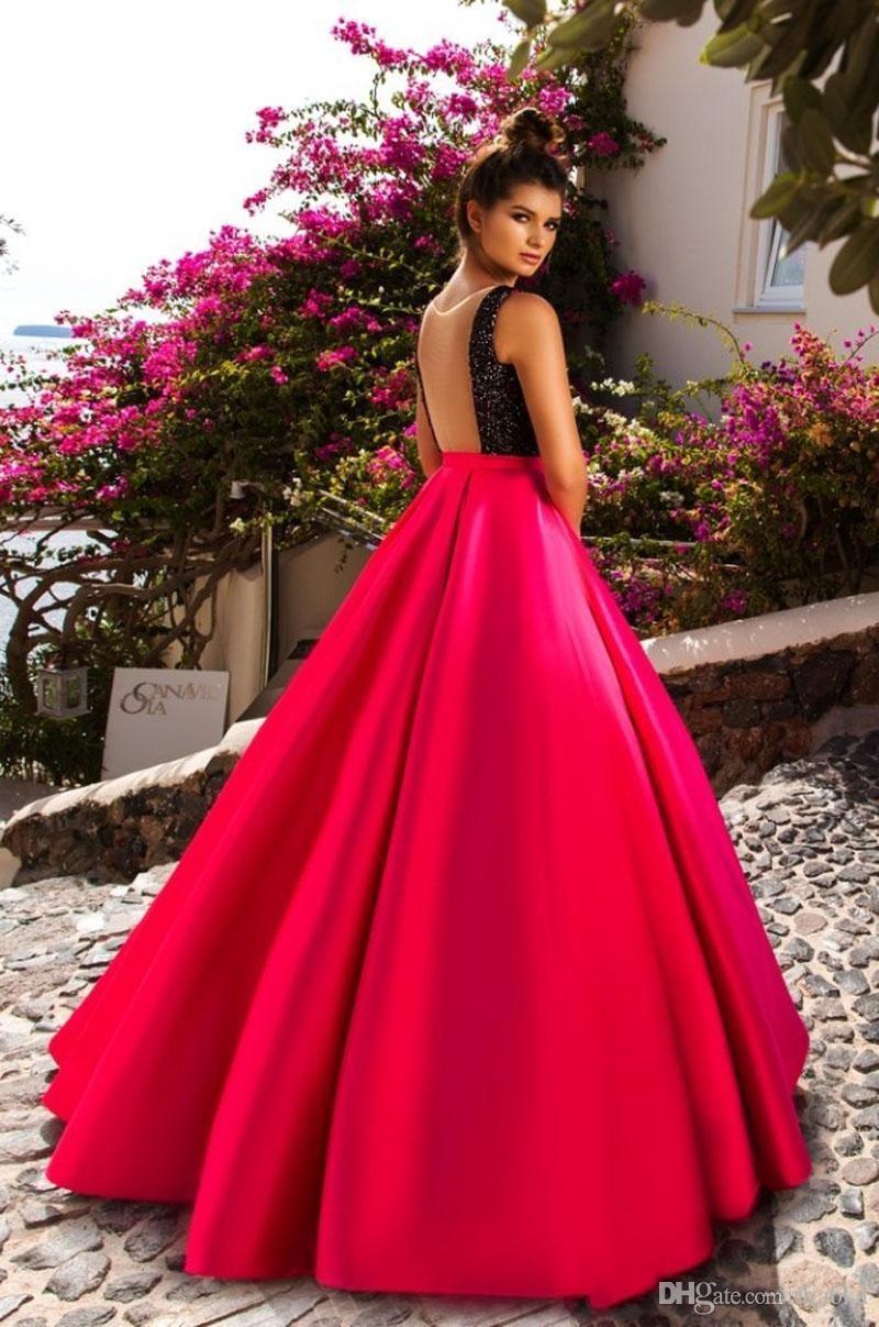 9 вечерних платьев, которые сделают из вас королеву
