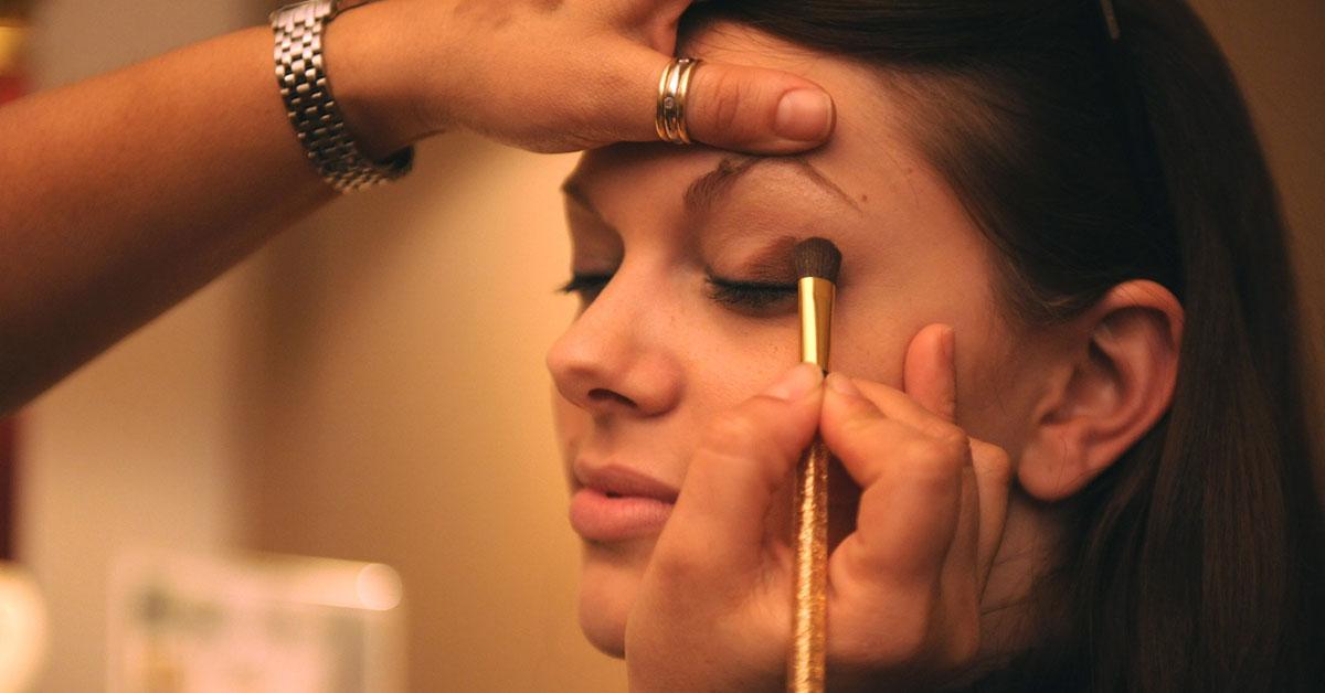 Эти 7 советов помогут вам идеально накрасить глаза (без помощи визажиста)