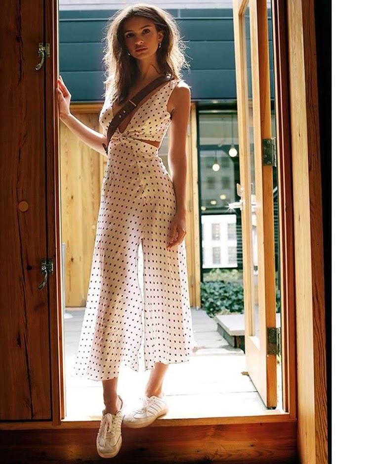 Этот новый тренд Эмили Ратаковски носит со всем — от бикини до платьев