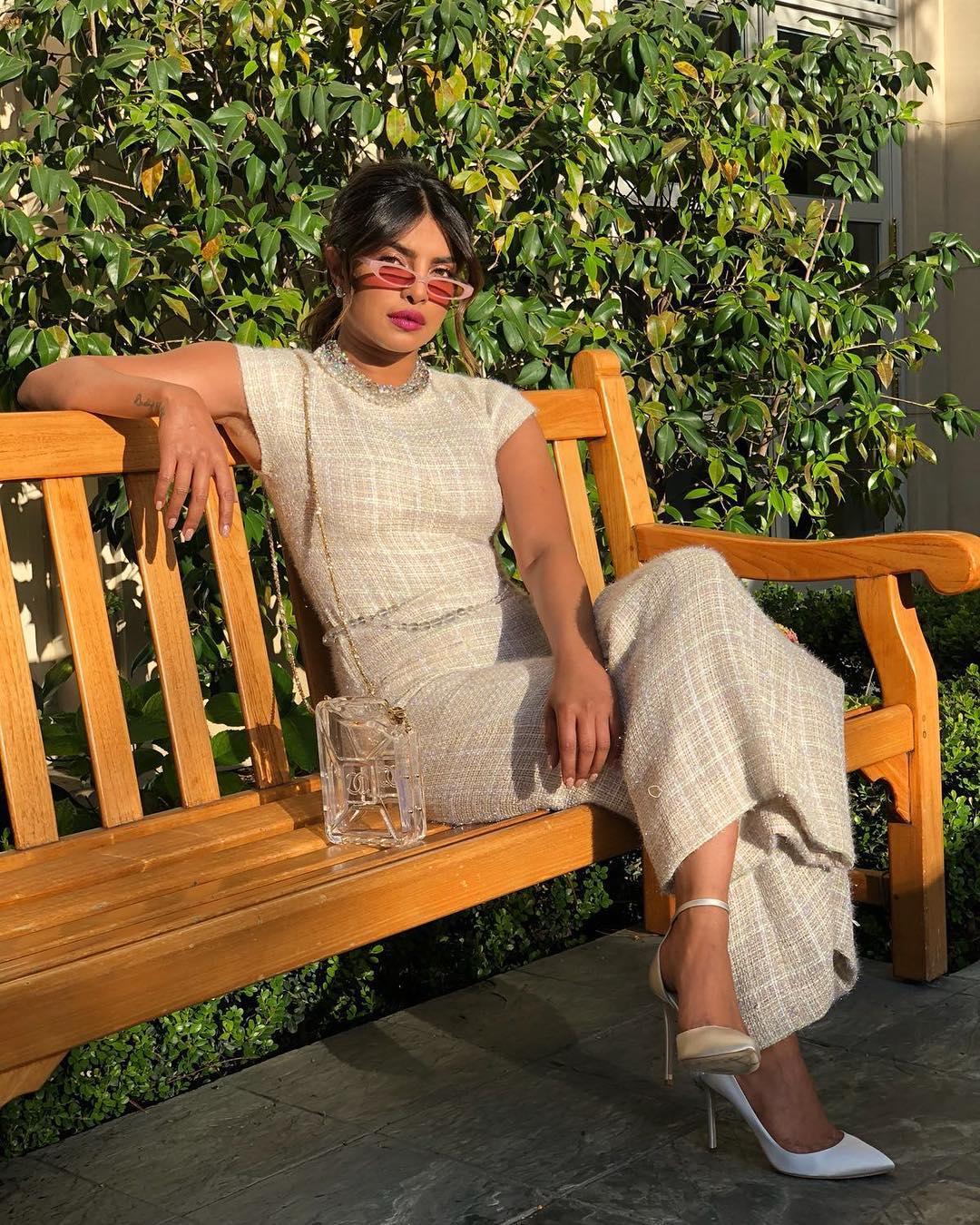 Как носить комбинезон женщине с формами и выглядеть шикарно — стильная идея от Приянки Чопра