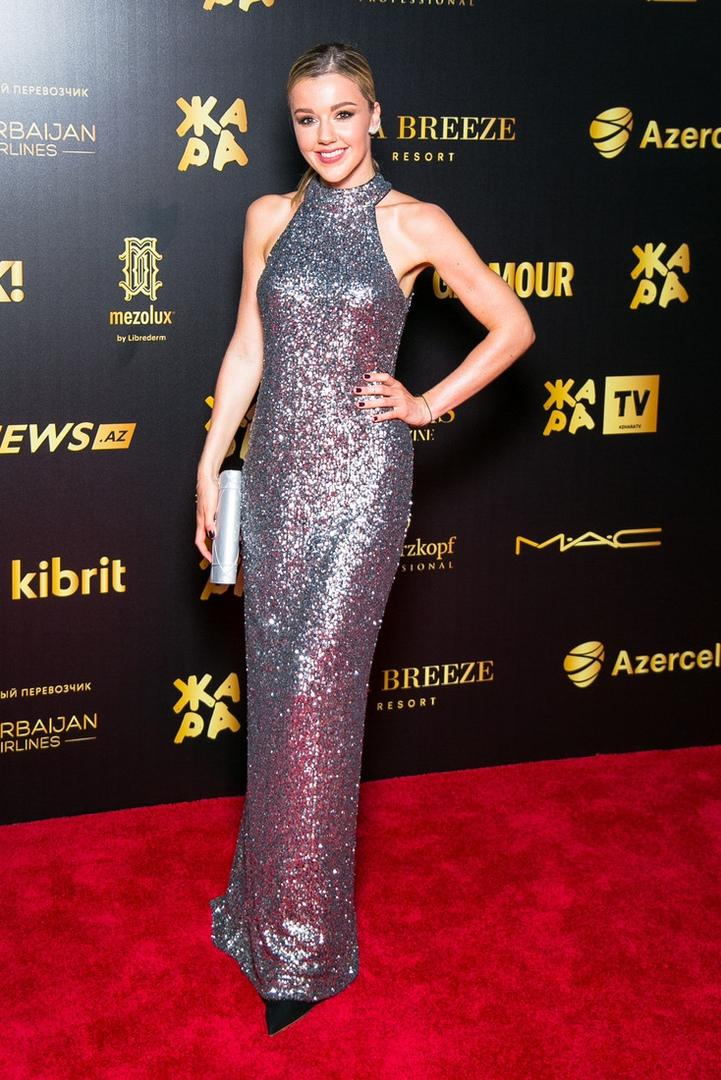 12 лучших нарядов российских звезд на фестивале Жара в Баку
