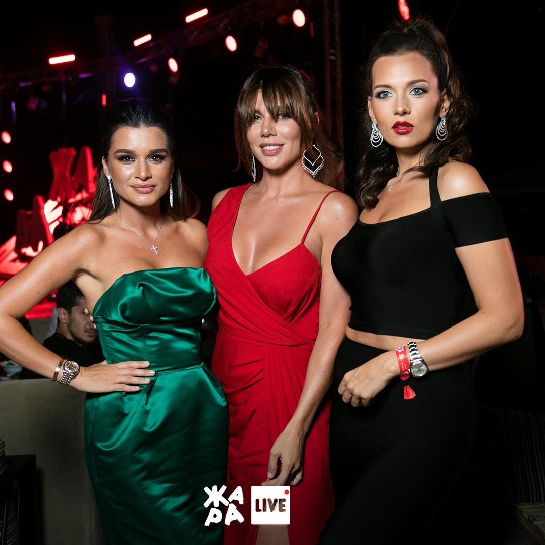 Изумрудное платье Ксении Бородиной произвело фурор на фестивале Жара