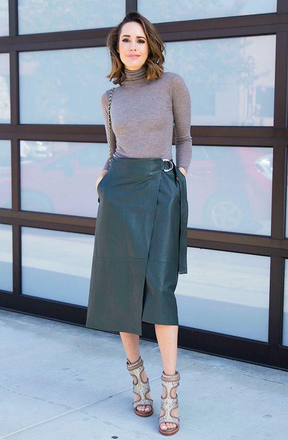 Именно такая юбка способна красиво подчеркнуть талию и бедра