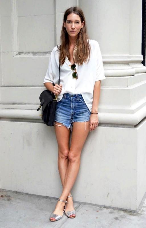 Эти 10 образов доказывают, что белая блузка — идеальная вещь не только для офиса