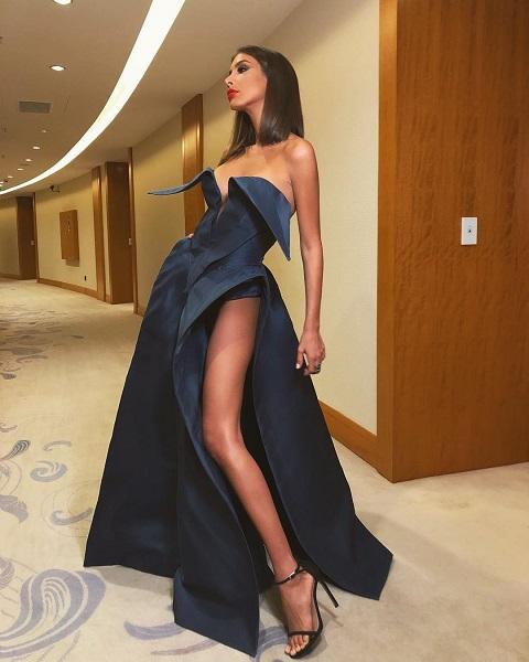 Кети Топурия показала роскошную фигуру в откровенном платье KETIONE