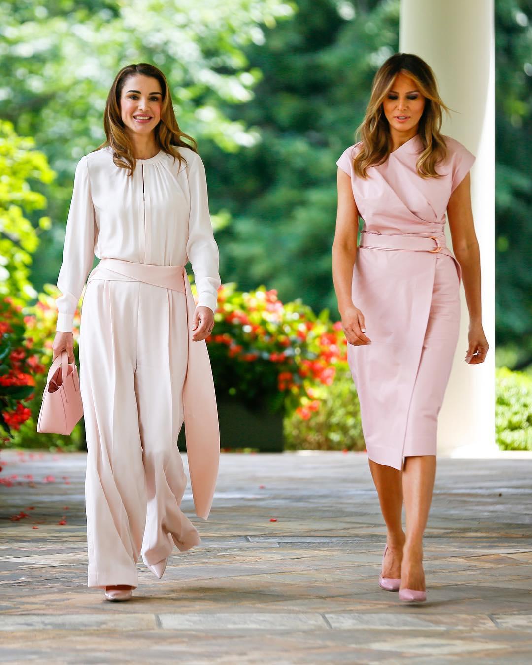 Стильный дуэт в пудрово-розовом: сенсационный выход королевы Рании и Мелании Трамп