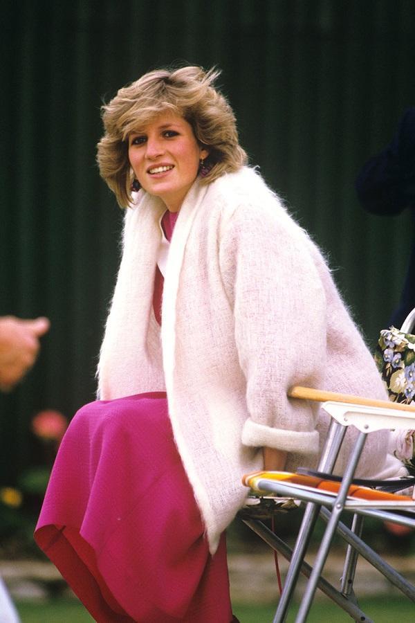 Как носить любимый свитер по-королевски: 10 советов от самой принцессы Дианы