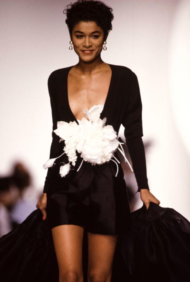 Похоже, именно эта коллекция 1989 года вдохновила всех дизайнеров в этом сезоне