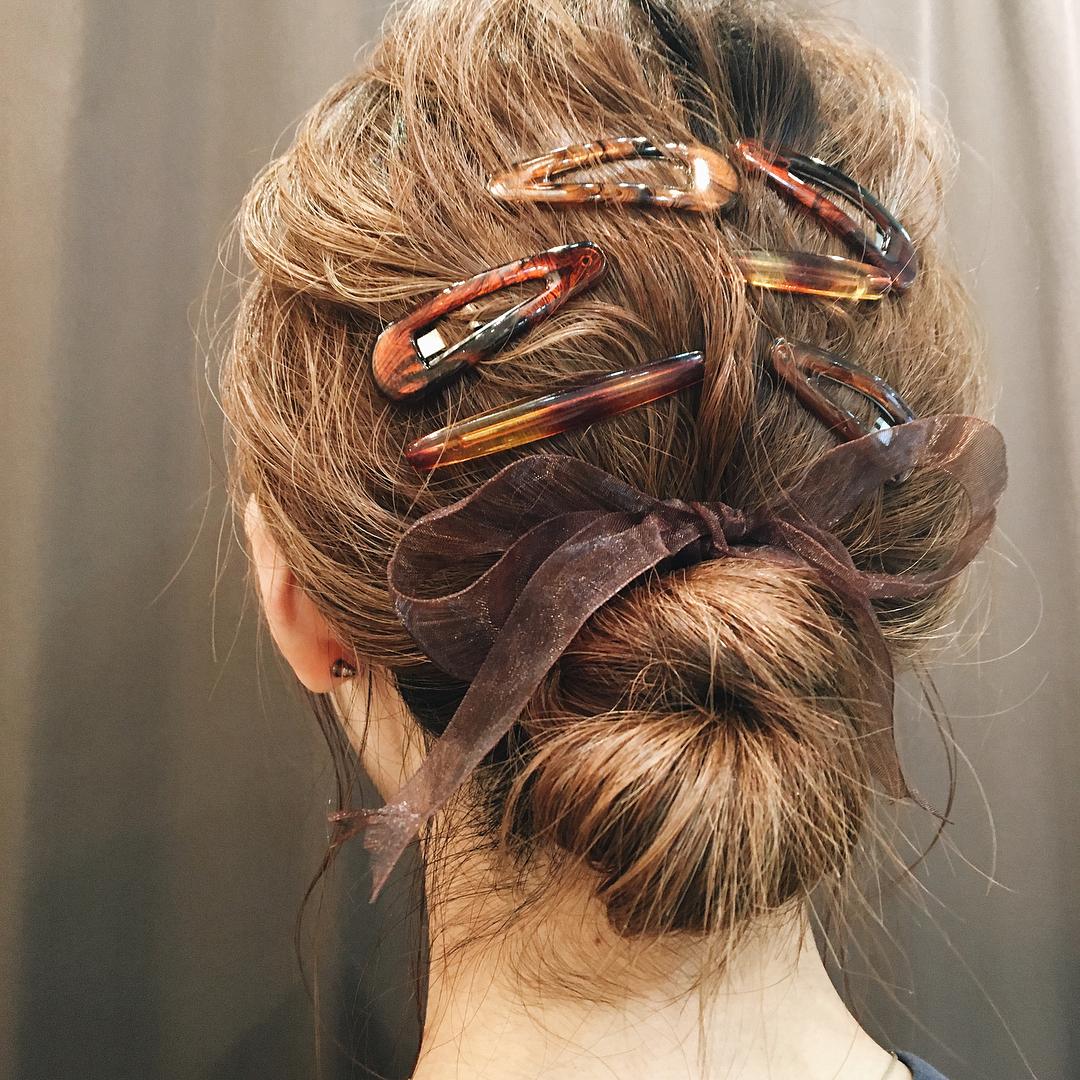 Эти 5 аксессуаров для волос —из 90-х, но этой осенью они снова в тренде