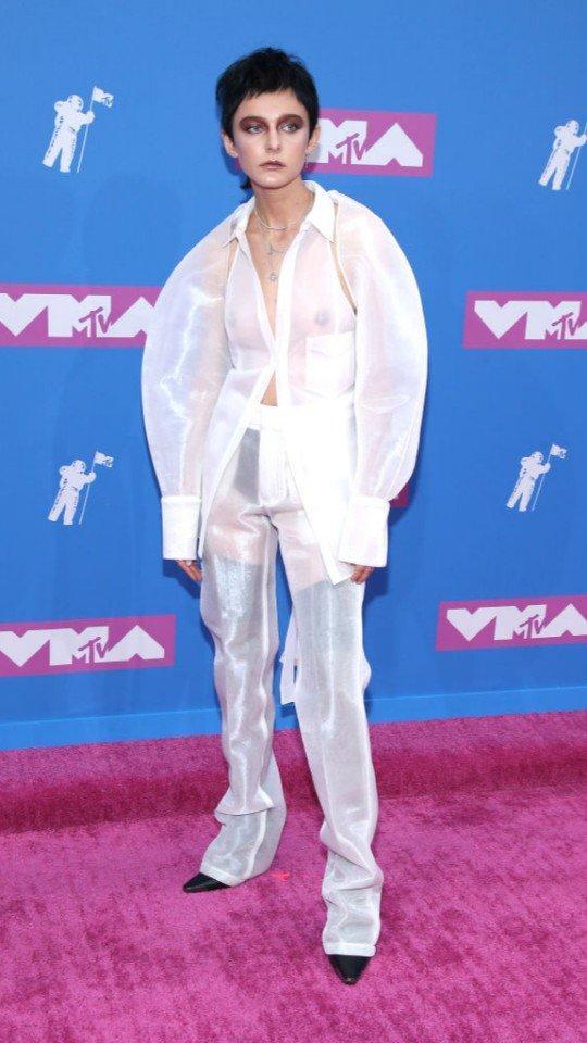 Ирина Шейк, Кайли Дженнер и еще 5 ярких звезд на MTV VMA 2018 в благородном белом