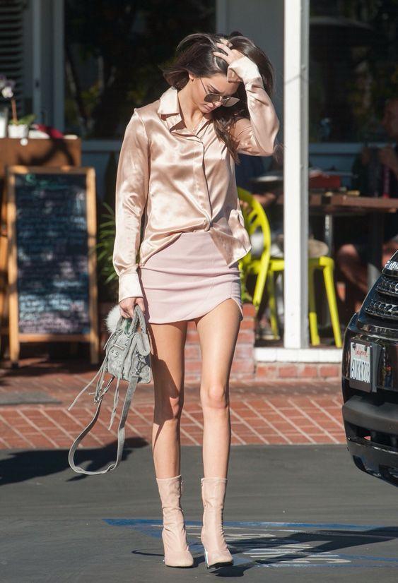 Просто бомба: как звезды носят трендовые Yeezy Knit Boots и попадают в ТОП самых стильных