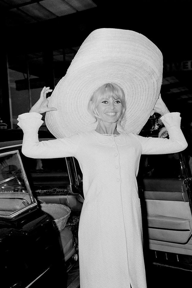 От Мерилин Монро до Наоми Кэмпбелл: 28 идеи от звезд, как выглядеть модно в аэропорту