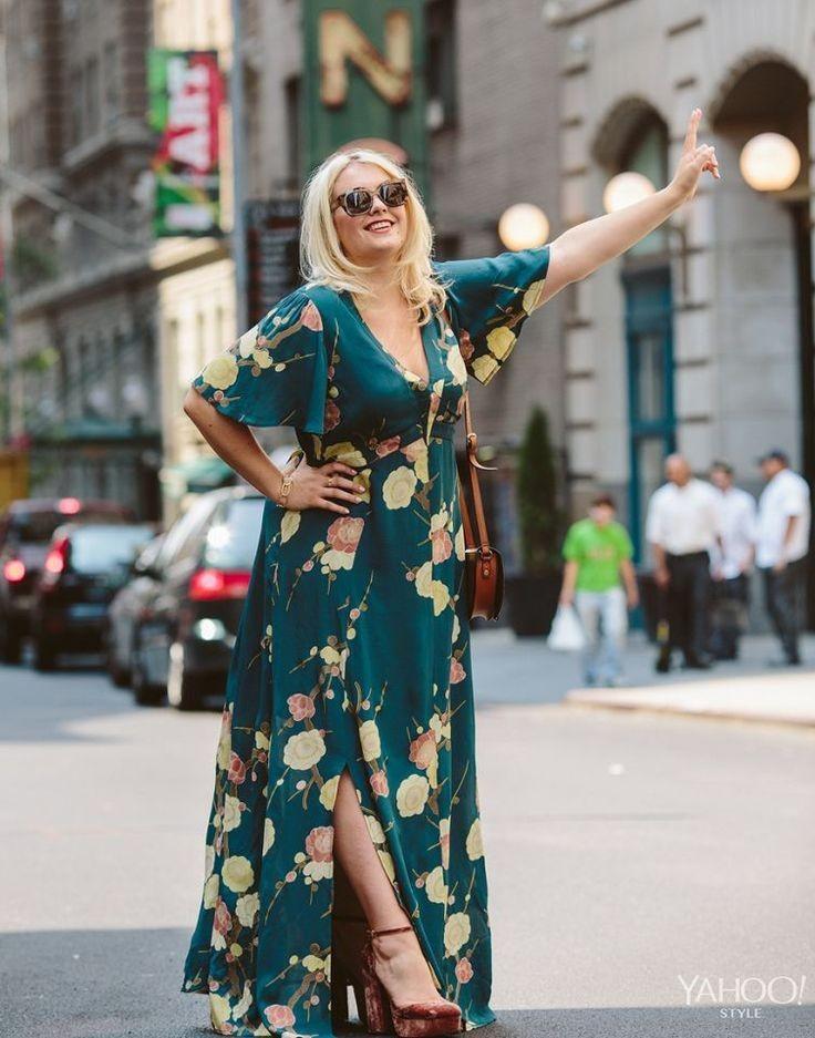 8 стильных образов с макси-платьями для женщин 40+