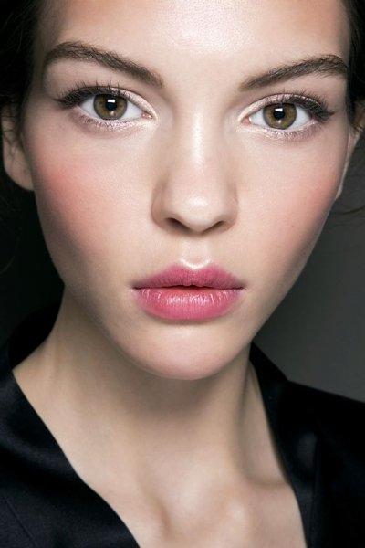 Как сделать губы как у Джоли: 7 простых, но работающих приемов
