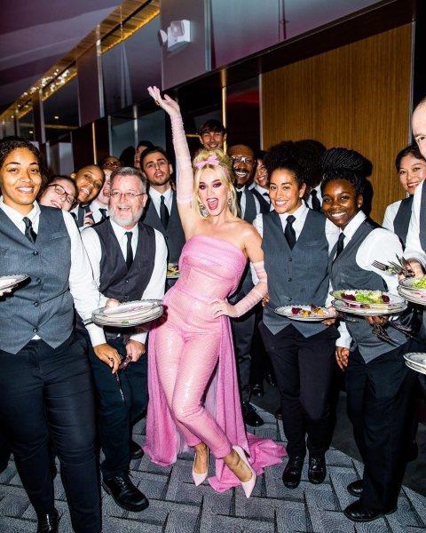 Когда детство — не отпускает: игривый образ Кэти Перри в розовом снова позабавил публику