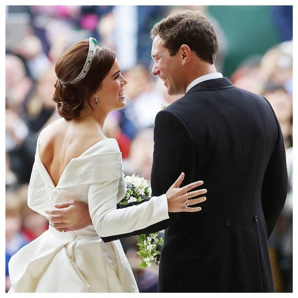 Новая королевская свадьба: в чем была одета принцесса Евгения и чем она покорила гостей