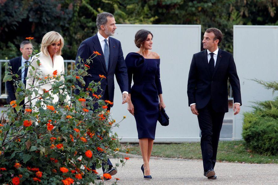 Королева Летиция в элегантном платье легко затмила Макрон на ужине в Париже