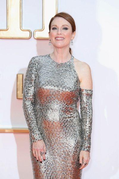 В 57 — как в 35: Джулианна Мур носит стильное мини и не стесняется своего возраста