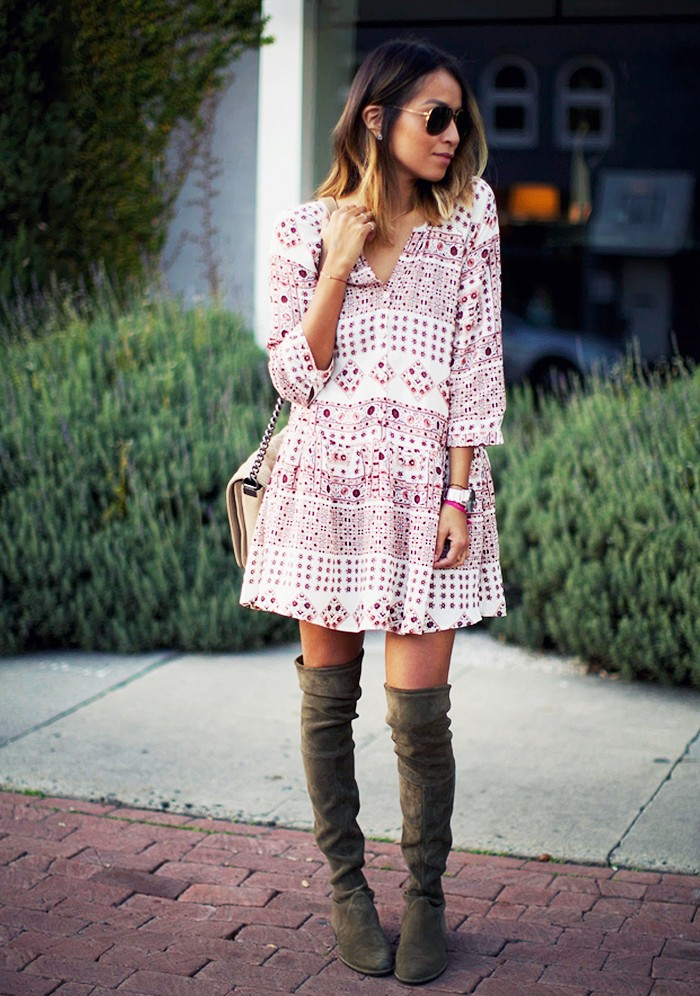 Платье & сапоги: 10 эффектных образов на каждый день, чтобы не быть серой мышкой