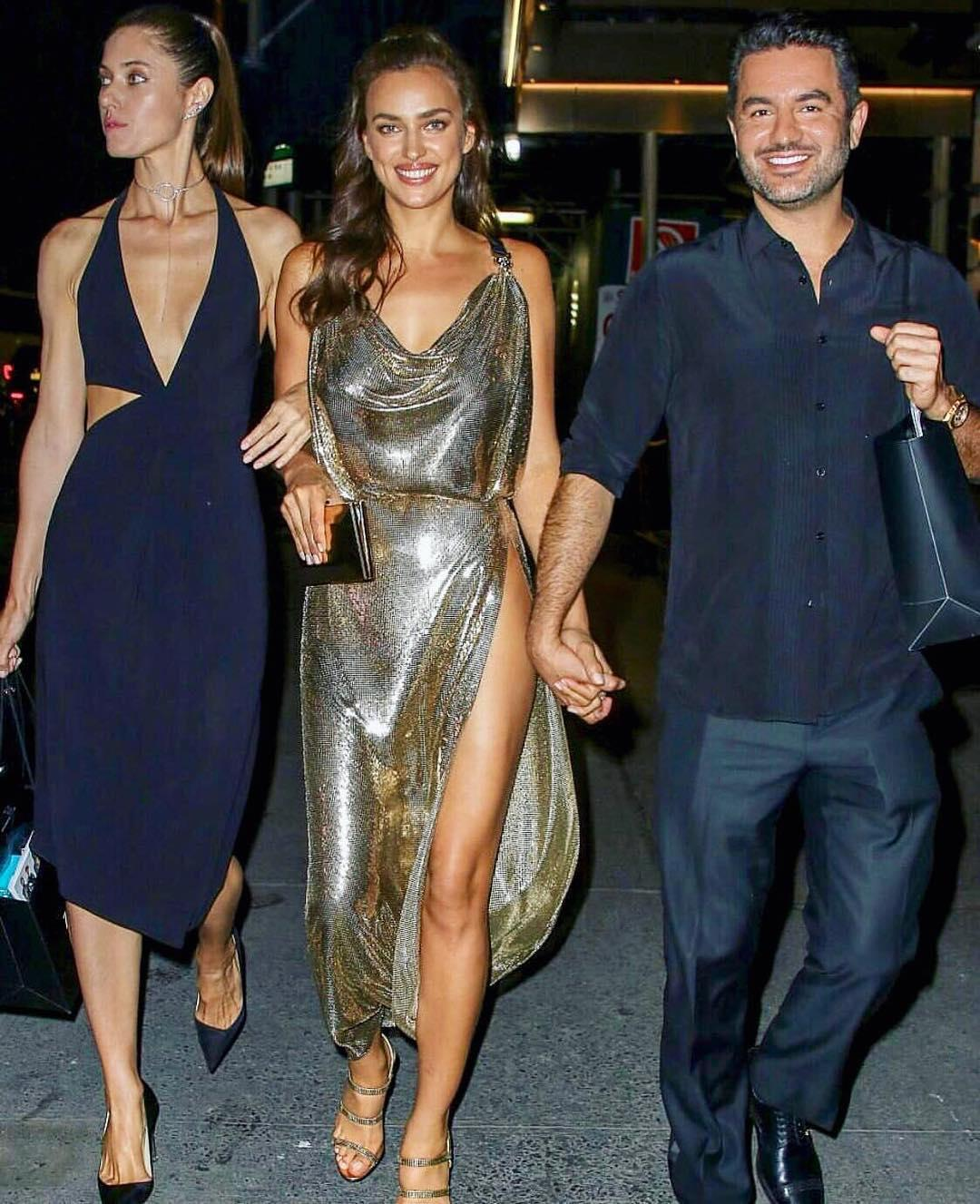 Декольте, золото, бесконечные ноги — и никакого белья! Ирина Шейк стала звездой вчера в Нью-Йорке
