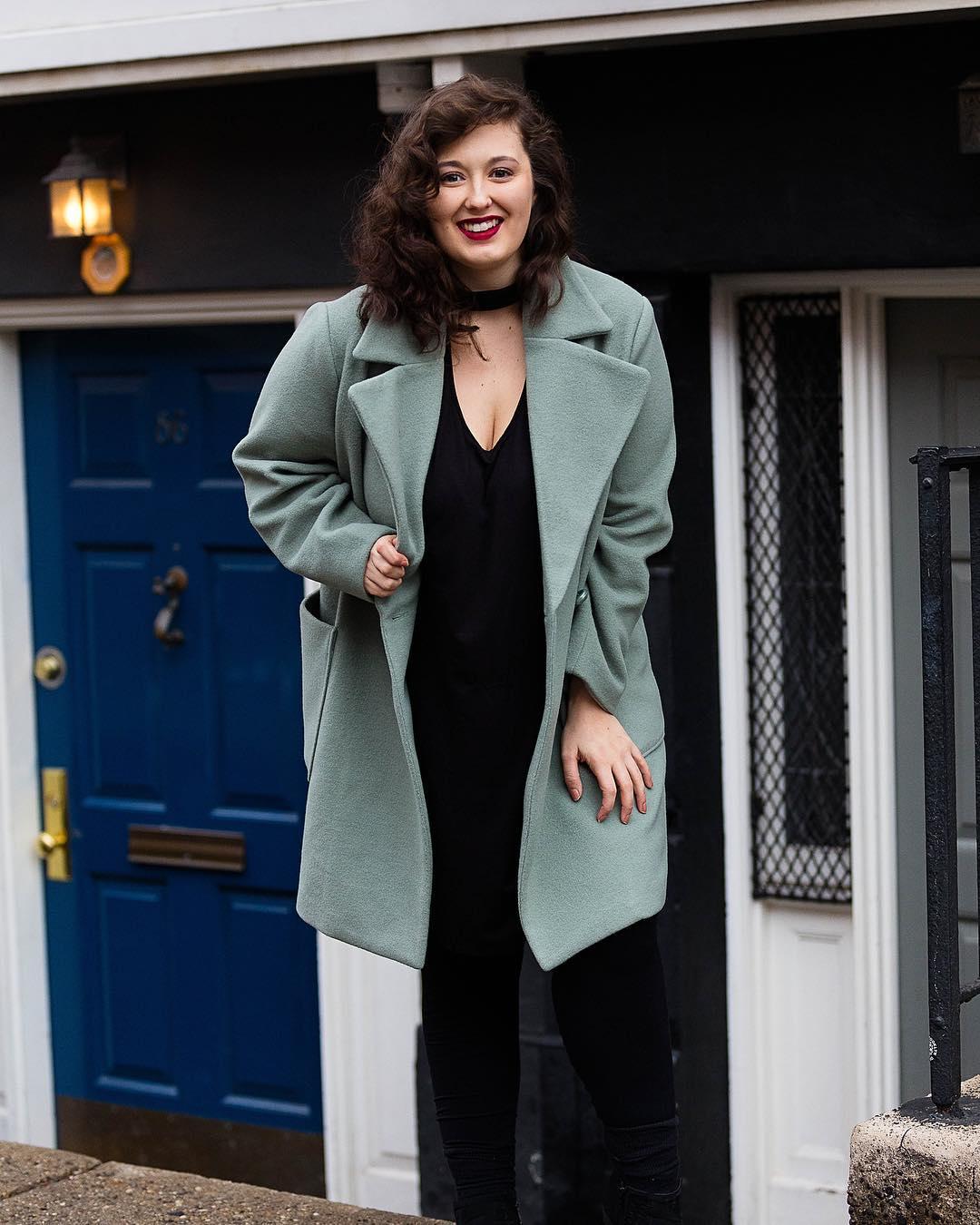 Эти 5 моделей пальто будто созданы для женщин с пышными формами
