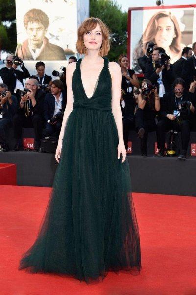Самая богатая красотка: 11 лучших образов Эммы Стоун на Красной дорожке