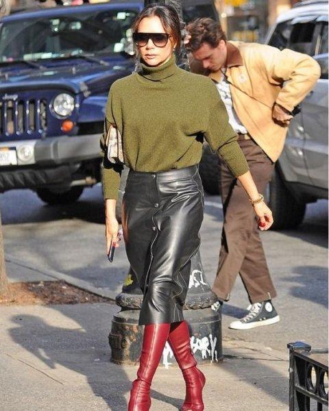 Безупречное сочетание: Виктория Бекхэм вызвала восторг модным образом в Париже (ФОТО) изоражения